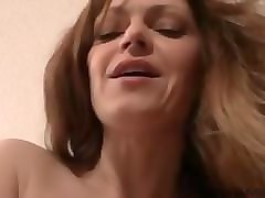 mom son show tits