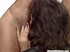 mature amateur anal squirting