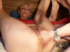mature fisting and squirting